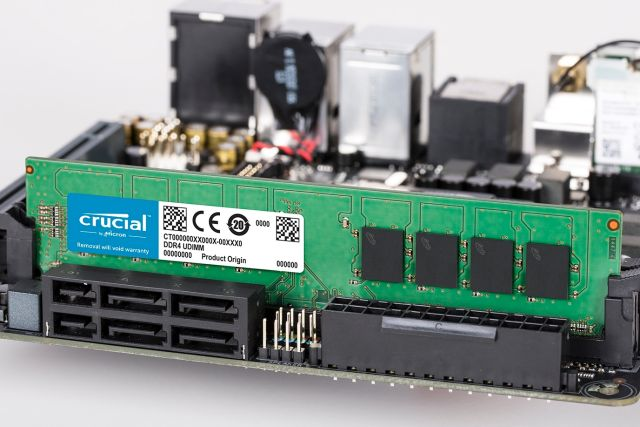 CT8G4DFRA266 UDIMM 288-Pin Memory PC4-21300 Crucial 8GB DDR4 2666 MT//s